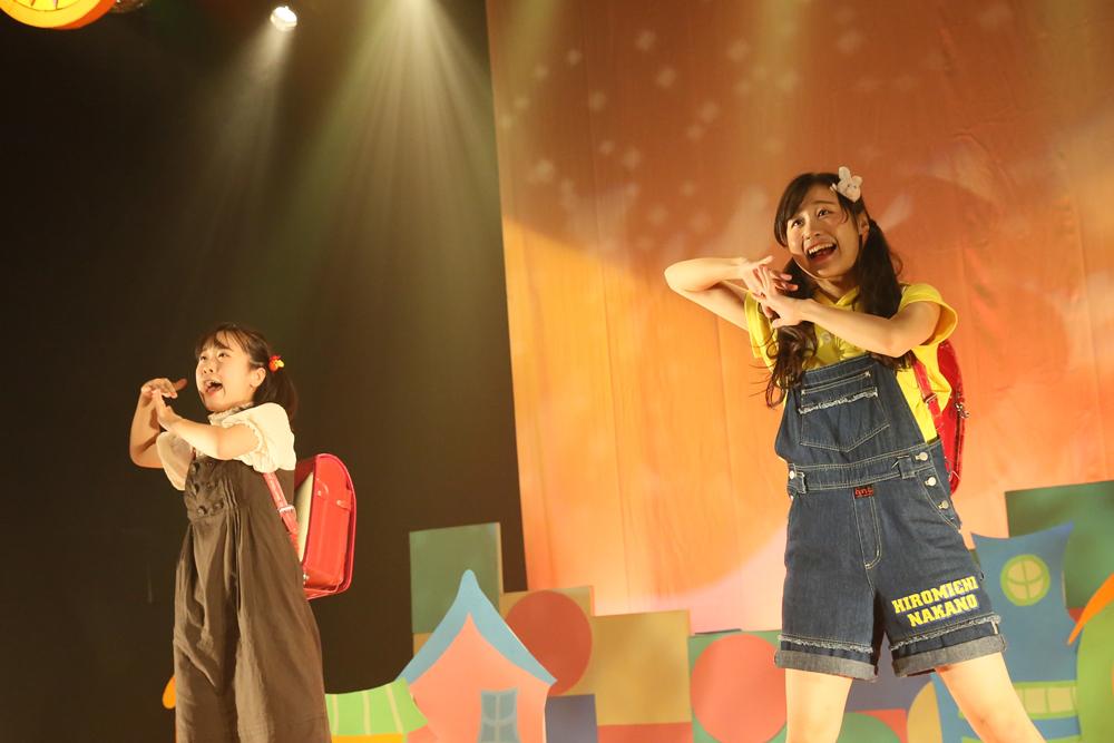 「パプリカ」を踊る佳澄と海咲