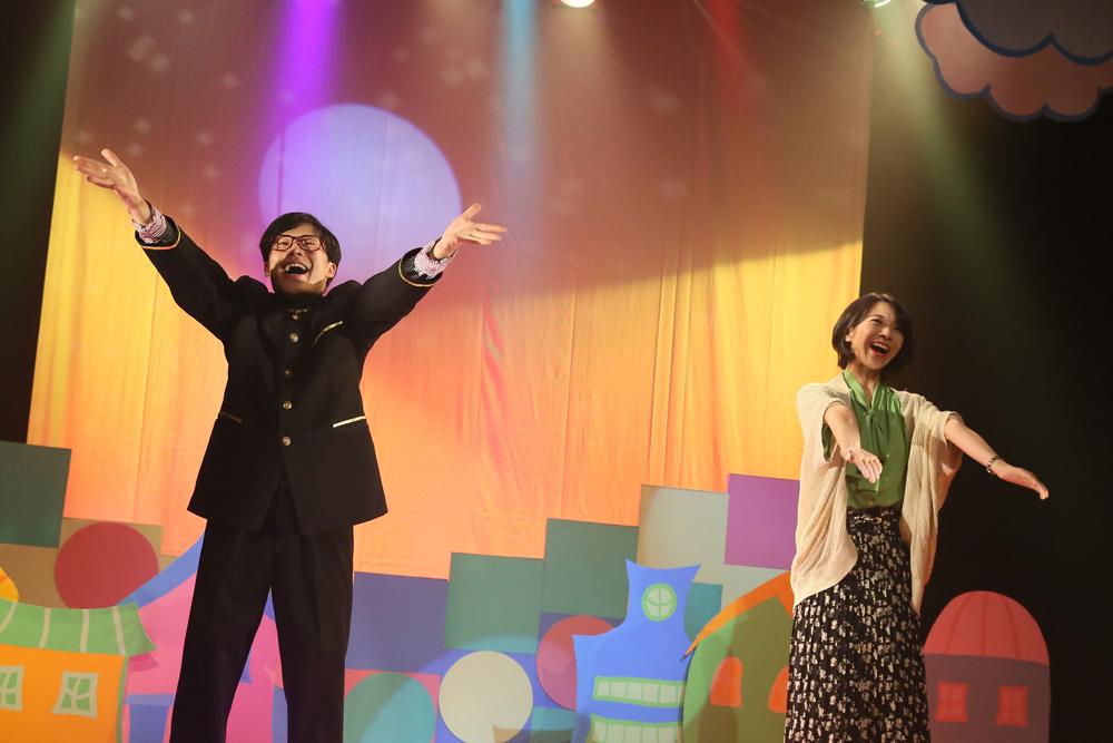 「パプリカ」を踊る金持ち姉弟