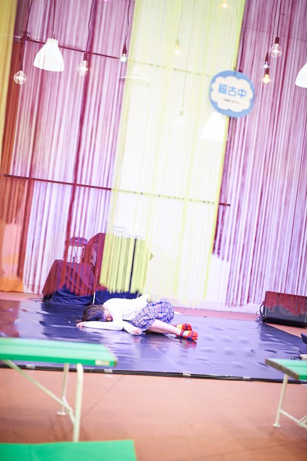 短編の上演時以外は、役者が稽古したりリラックスしてる様子を「展示」として見られる趣向だった